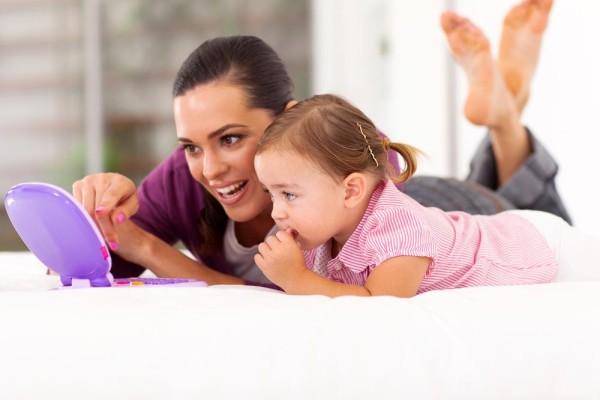 mother-toddler-laptop